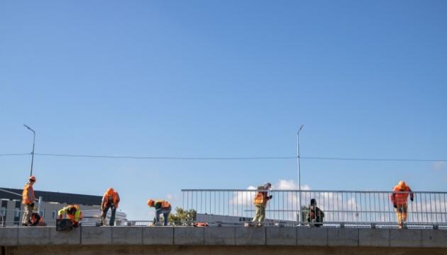 Рух мостом у центрі Києва до 15 квітня обмежать через ремонт