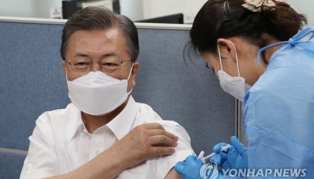 Президент Південної Кореї зробив щеплення вакциною AstraZeneca