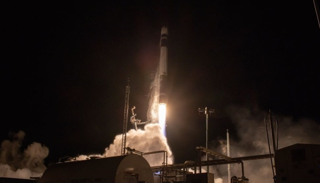 Rocket Lab запустила на орбиту еще семь спутников