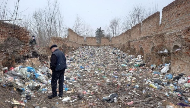 Львівське сміття на Житомирщині: поліція розслідує забруднення земель