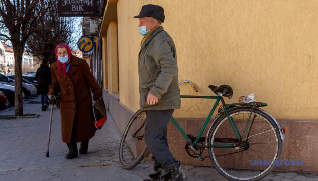 Понад 70% українців вважають коронавірус штучно створеним
