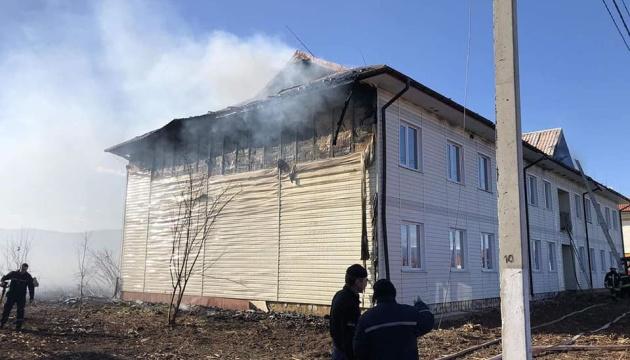 На Закарпатті горять багатоповерхівки, які зводили для відселення жителів Солотвина