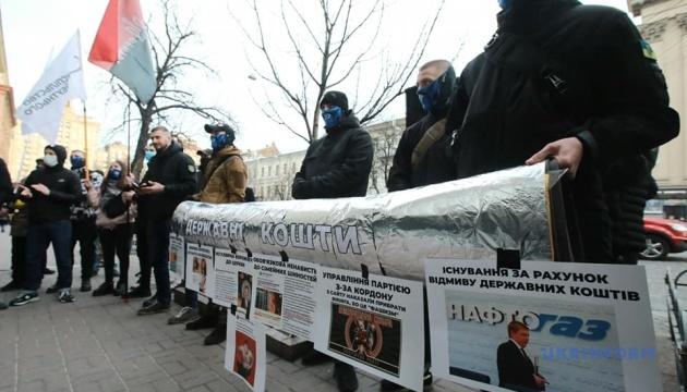 Представники праворадикальних організацій пікетують Нафтогаз