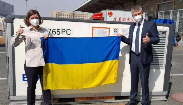China envía el primer lote de vacuna CoronaVac a Ucrania