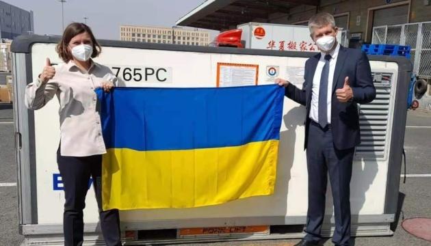 La Chine envoie en Ukraine les premières doses de vaccin anti-Covid CoronaVac