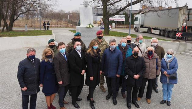 У Польщі встановили пам'ятник українському священнику-рятівнику Омеляну Ковчу