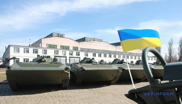 Житомирський бронетанковий відремонтував для армії 26 БМП