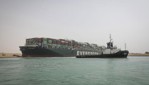 Світова торгівля «застрягла» в Суецькому каналі - втрати вже $230 мільярдів