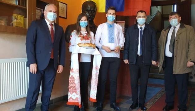 У Румунії український дипломат зустрівся з керівництвом ліцею ім. Шевченка