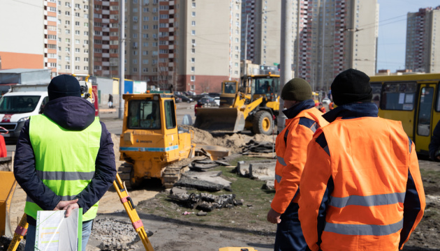 Кличко показал, как ремонтируют улицу Милославскую на Троещине