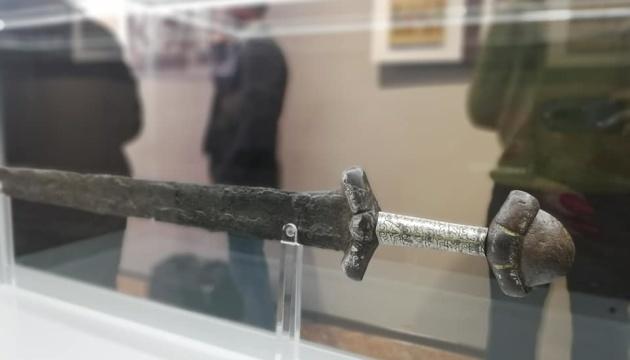 У Рівному показали відреставрований меч XI століття