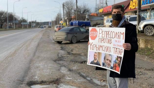У Криму оштрафували активіста за минулорічний одиночний пікет