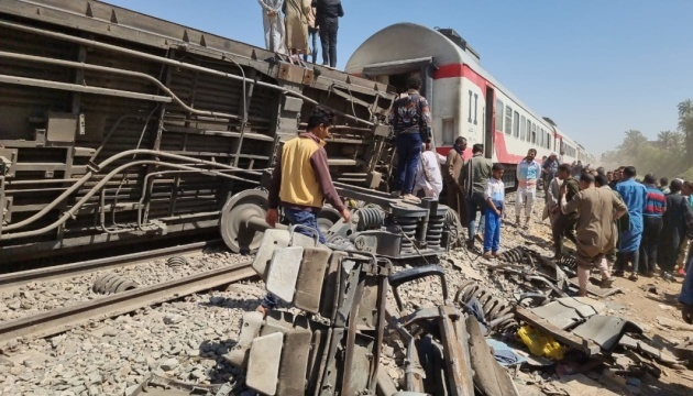 В Єгипті уточнили кількість загиблих при зіткненні поїздів