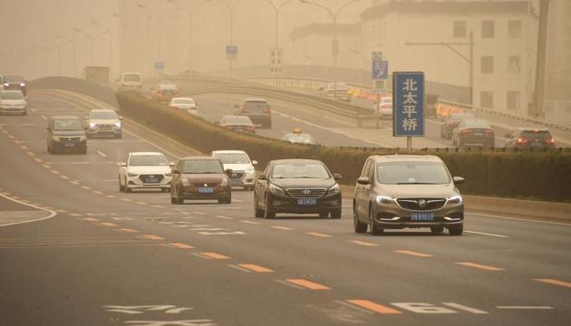 Пекин накрыла вторая за месяц песчаная буря