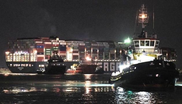Египет пересмотрит размер компенсации за блокирование Суэцкого канала