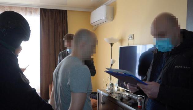 В Україні оголосили підозру хакеру, який за допомогою фішингу обікрав банки 11 країн
