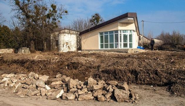 На Хмельниччині знайшли залишки декору зруйнованого костелу