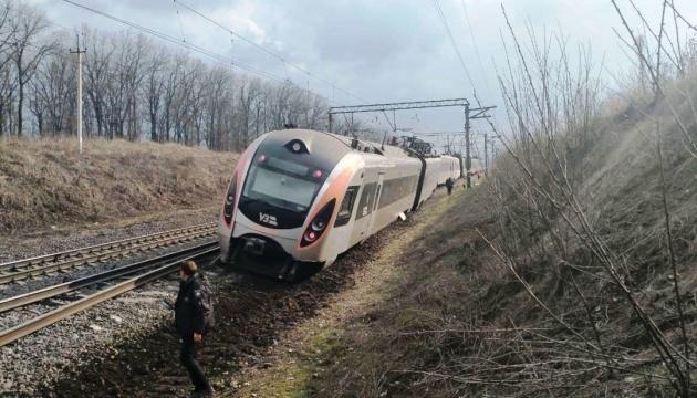 Между Запорожьем и Днипром приостановили движение поездов