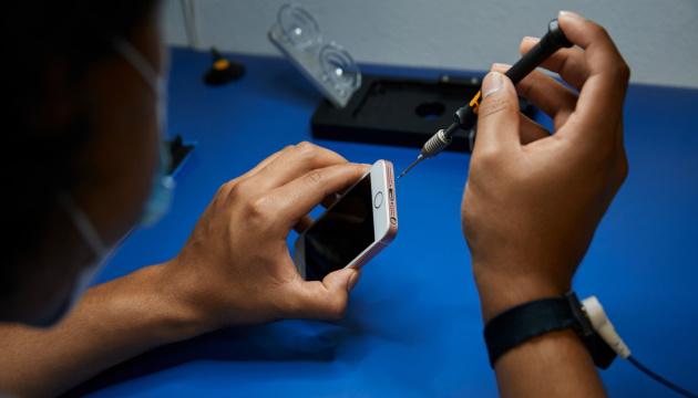 В Украине сервисные центры смогут официально ремонтировать технику Apple