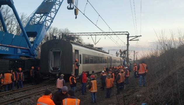 До усунення наслідків аварії потягу ІнтерСіті залучили 130 осіб