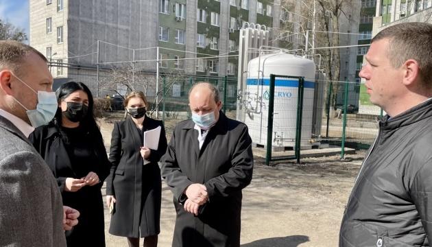 У COVID-корпусі Харківської лікарні встановили п'ятитонну кисневу бочку