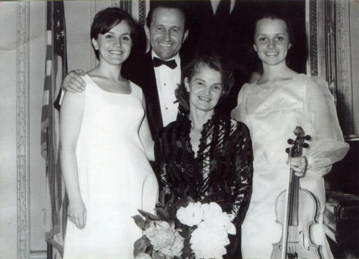 Сім'я Цісик: батько, доньки та дружина