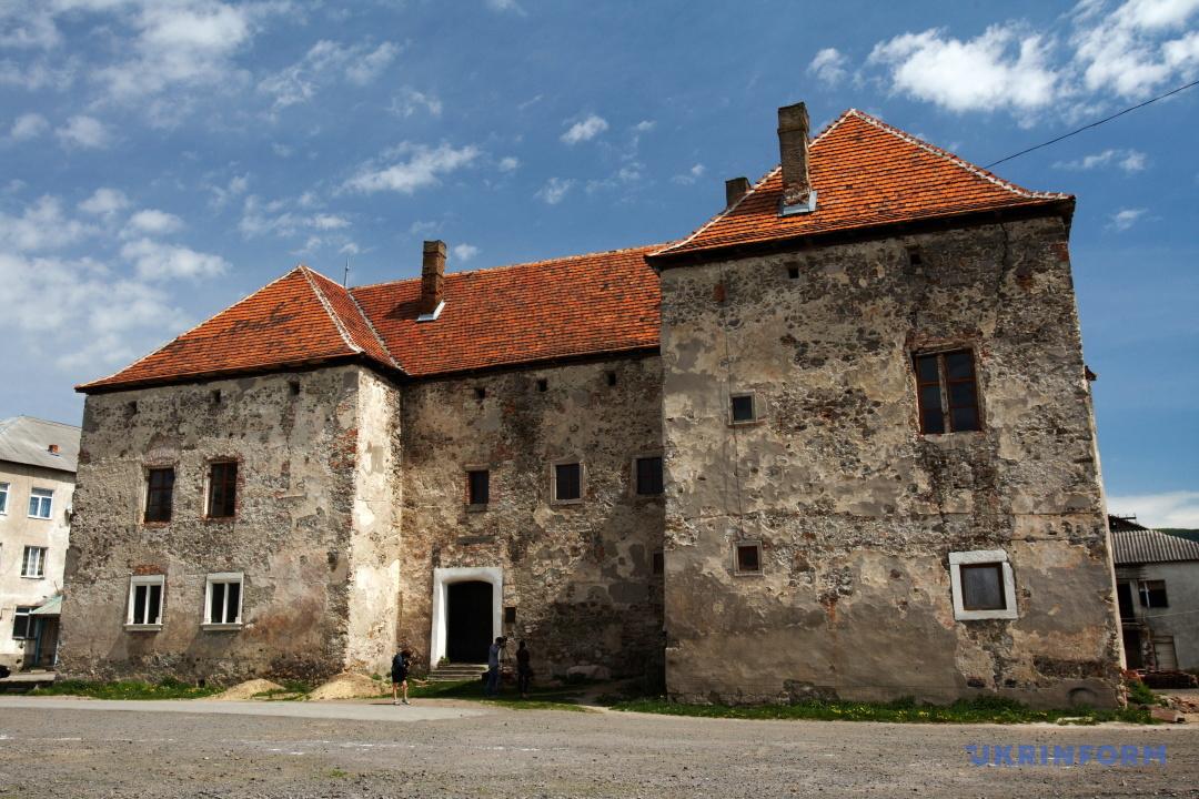 Замок Сент-Міклош, що в Чинадієво