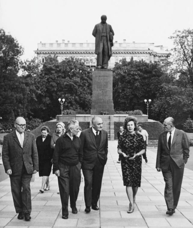 А.О.Білецький та Т.М.Чернишова із групою грецьких письменників, Київ,1960-ті рр.