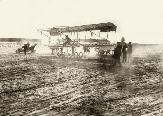 Один з перших аеропланів