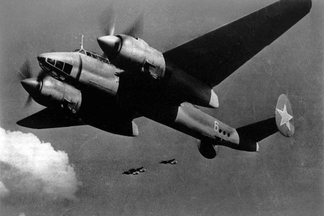 Літак-бомбардувальник Ту-2