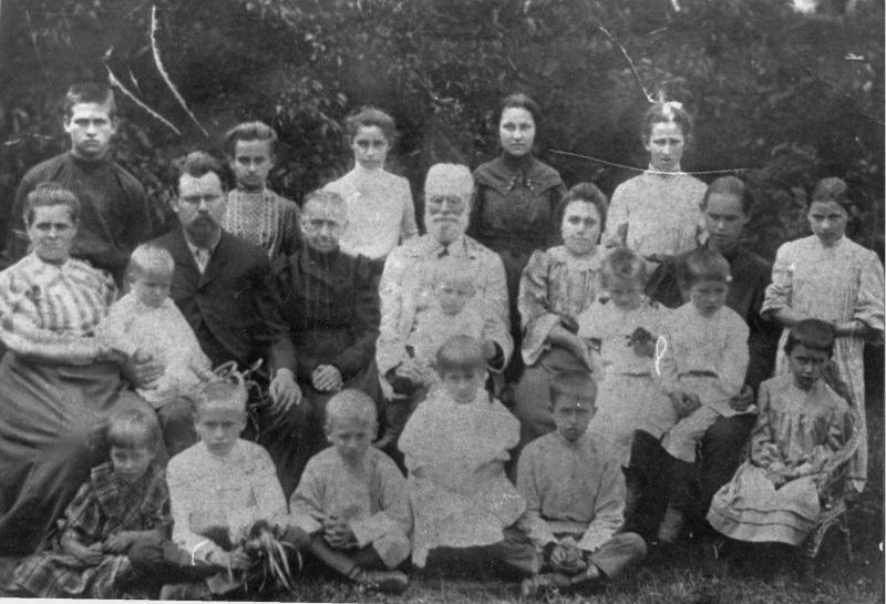 Феодосій Якович Вороний із дружиною Клеопатрою Михайлівною, дітьми та онуками, Журавка
