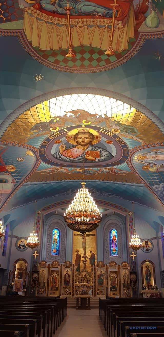 У храмі Святого Миколая