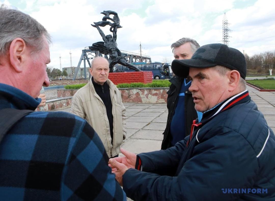 Ліквідатор Микола Андрюк (в кепці) розповідає про про перегляд фіналу Кубка володарів кубків, який пройшов 2 травня 1986 року