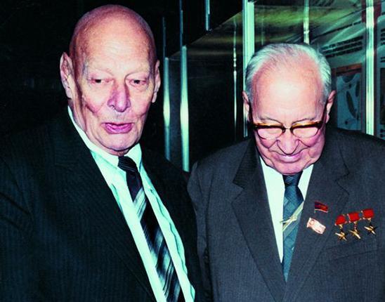 Presidente de la Academia de Ciencias de la URSS, Anatoly Aleksandrov y Ministro