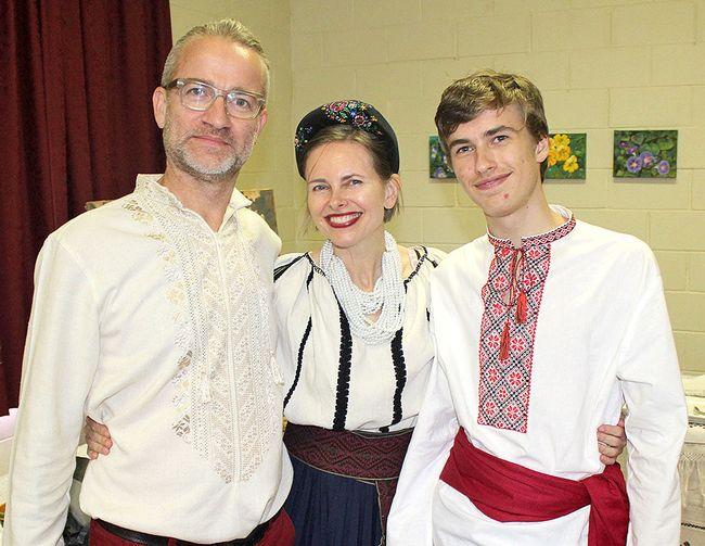 Фото: Таня Уітборн з чоловіком  Джаредом і сином Олександром / газета «День»