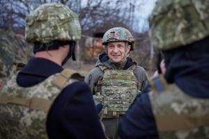 ゼレンシキー大統領、東部前線訪問 敵地点まで80メートル地点を視察