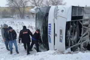 Через ожеледицю в Туреччині перекинулися два туристичні автобуси