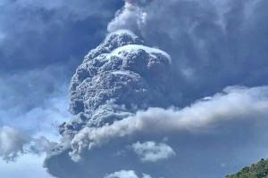 Через виверження вулкана на Карибах евакуювали 16 тисяч осіб