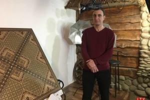 Кримський татарин створив унікальне мозаїчне панно і зареєстрував рекорд України