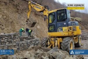 На Закарпатье горную дорогу укрепляют подпорной стенкой рекордного размера