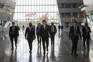 Dmytro Kuleba exhorte l'OTAN à apporter un soutien « très concret » à l'Ukraine