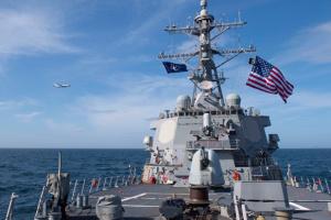Корабель США відкрив попереджувальний вогонь у бік іранських катерів – Пентагон