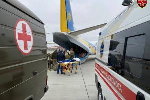 Поранених на сході України військових евакуювали з Харкова до Львова