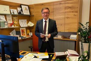 Глава Минздрава Австрии покидает пост из-за истощения