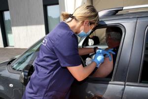 У Франції відкрився перший «вакцидрайв»