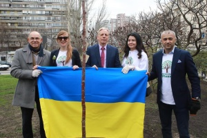 У Києві висадили Алею свободи слова