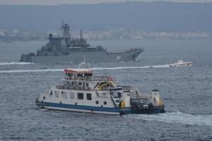 Zwei russische Kriegsschiffe fahren ins Schwarze Meer