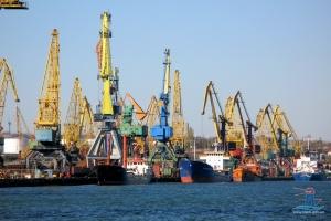 Блокування судноплавства Росією: в АМПУ кажуть, що морпорти працюють без обмежень