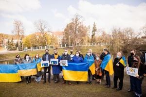 В Вильнюсе напротив посольства РФ прошла акция в поддержку Украины