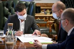 Зеленський наказав «зібрати найсвітліші голови» та створити лабораторію для розробки вакцин